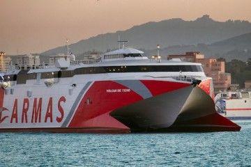 """El catamarán """"Volcán de Teno"""", en el puerto de Algeciras"""