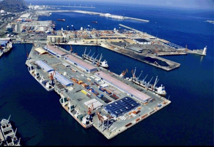 Panorámica de la terminal de Bergé en el puerto de Santurce