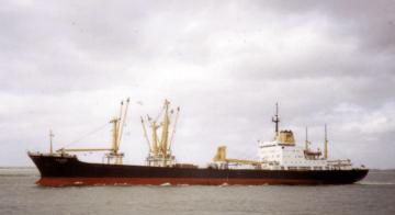 """El buque """"Apure"""", visto en toda su eslora por la banda de babor"""