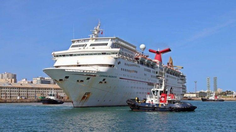 Maniobra de salida del puerto de Cádiz