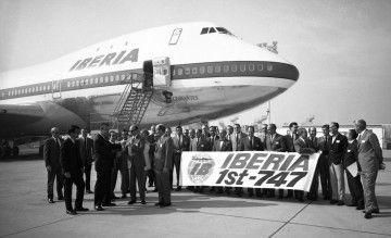 Ceremonia de entrega del primer avión Boeing B-747 de Iberia