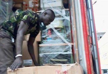 Trece empresas españolas han participado en el contenido del contenedor humanitario