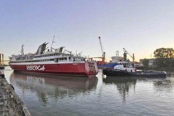 """Maniobra de salida del ferry """"Don Cándido"""""""