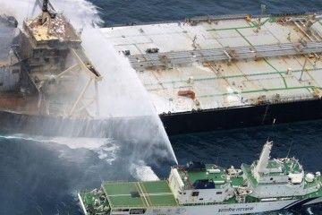 """Buque del ICG en labores contraincendios del petrolero """"New Diamond"""""""