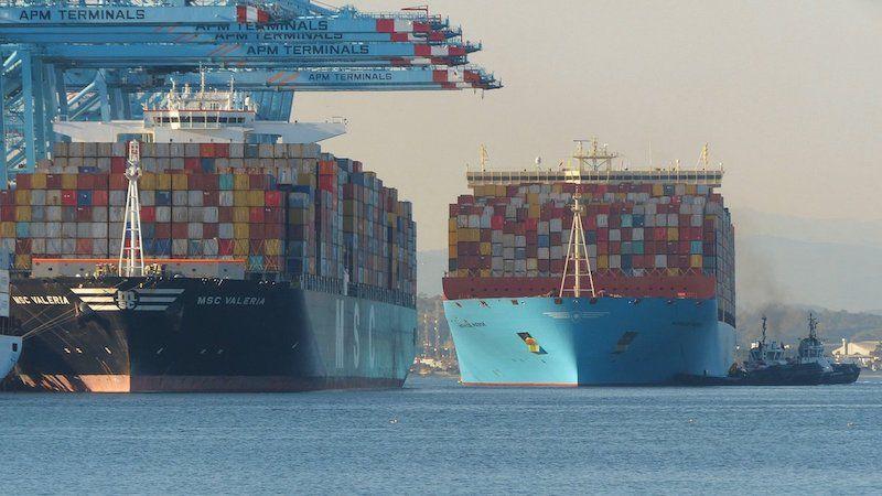 """Maniobra de atraque del buque """"Mathilde Maersk"""" en APM Terminals de Algeciras"""