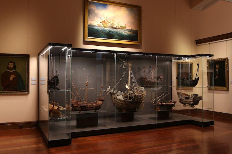 Vista parcial de una de las salas del Museo Naval