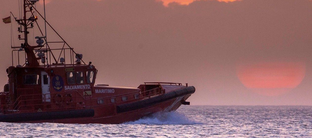 "Salvamento Marítimo escoltó al velero tomando el relevo al pesquero ""L' Espoir"""