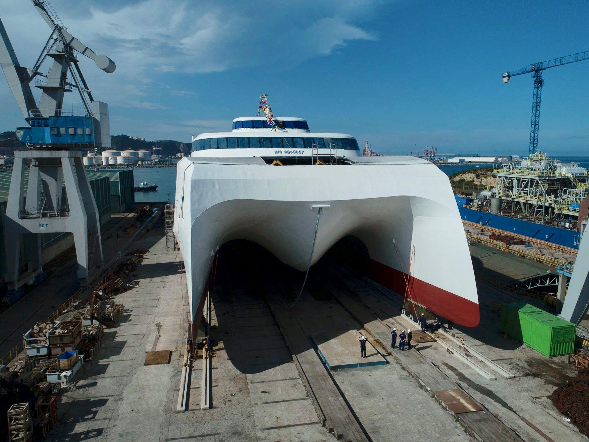 Vista de proa del nuevo catamarán de Balearia