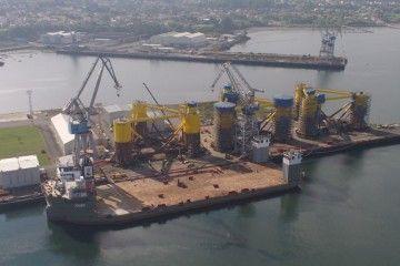 """El buque """"Fjord"""", preparado para el embarque de las plataformas"""