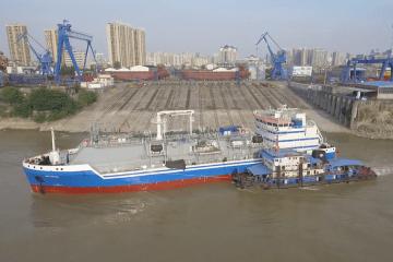 """Puesta a flote del buque LNG """"Optimus"""" en el astillero chino Damen"""
