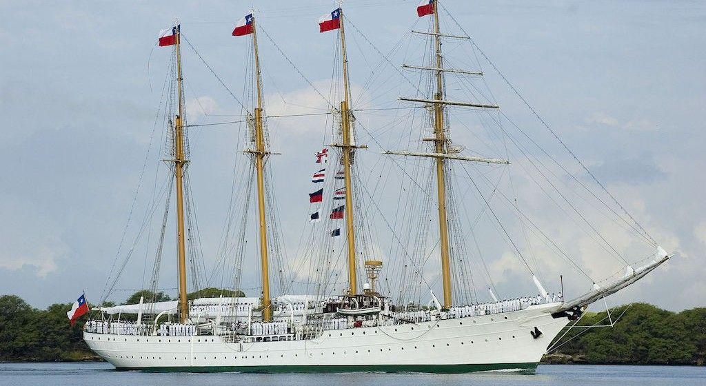 """Estampa marinera del buque-escuela """"Esmeralda"""", con el aparejo aferrado"""
