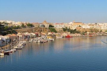 Vista parcial de la ciudad de Mahón