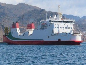 """El buque ropax """"Al Andalus Express"""", a su llegada este mediodía a Santa Cruz de Tenerife"""