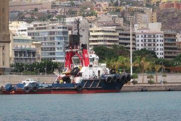 """""""V.B. Muletón"""", atracado en el puerto de Santa Cruz de Tenerife"""