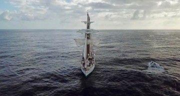 """El buque-escuela """"Juan Sebastián de Elcano"""" navega en demanda de Uruguay"""