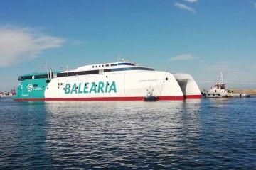 Primera imagen a flote del nuevo catamarán de Balearia
