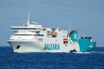 """El ferry """"Nápoles"""", a su llegada hoy al puerto de Las Palmas de Gran Canaria"""