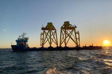 """Maniobra de salida del buque """"Aura"""" del astillero de Puerto Real"""