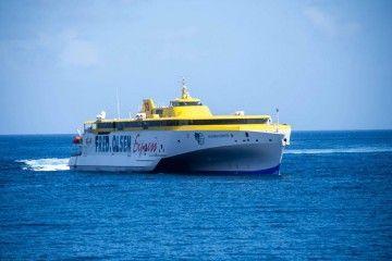 """El trimarán """"Bajamar Express"""", nuevo buque insignia de Fred. Olsen Express"""