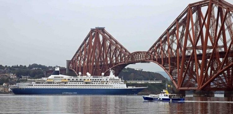 "El buque ""Boudicca"" abandona Firth of Forth"