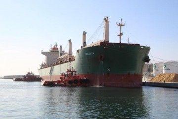 """El buque """"Delicata"""", atracado en el puerto de Motril"""