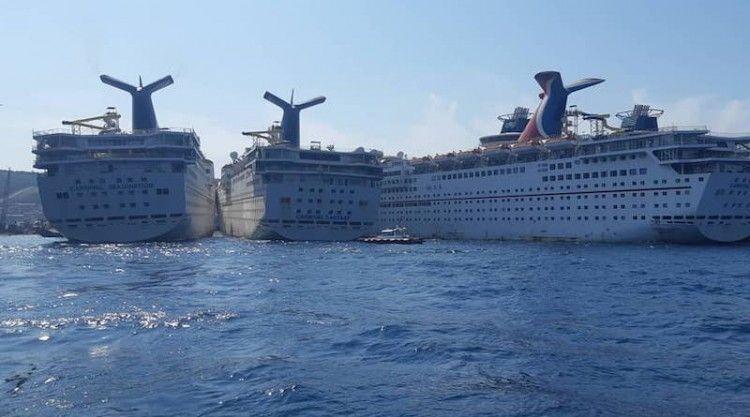 El astillero de desguace de Aliaga, a tope de cruceros de turismo