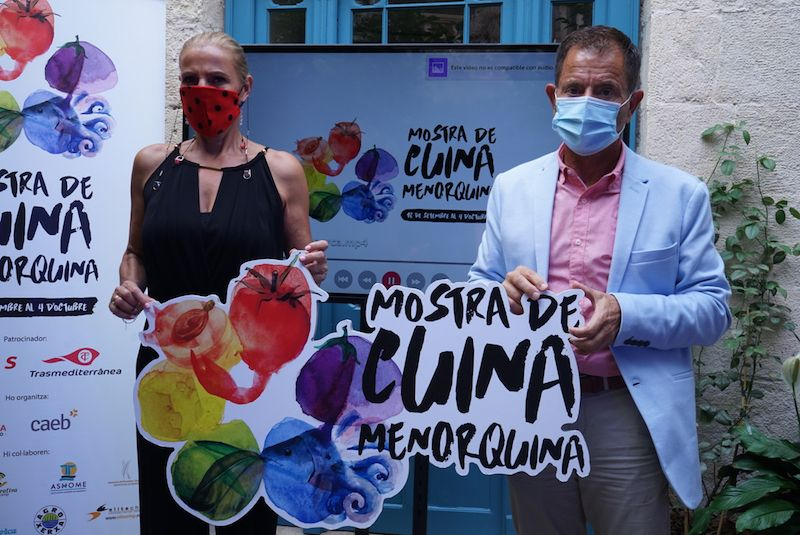 Marga Camps y Arturo Orfila, representantes de Naviera Armas Trasmediterránea en Menorca