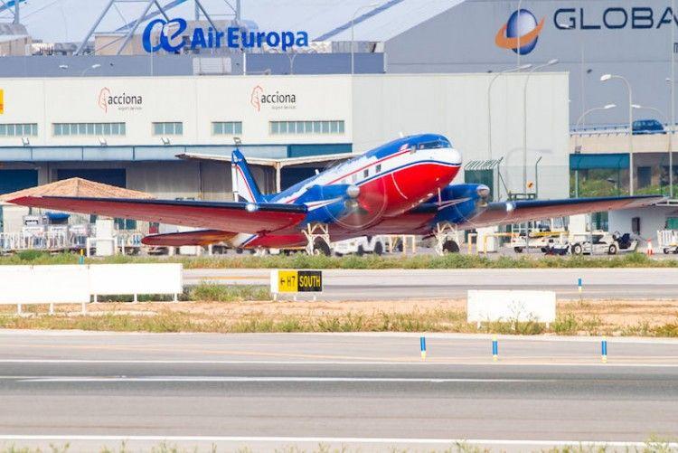 El veterano avión, en el aeropuerto de Son San Joan (Mallorca)