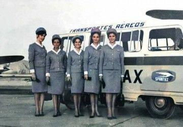 Grupo de azafatas de Spantax en el aeropuerto de Gando (1965)