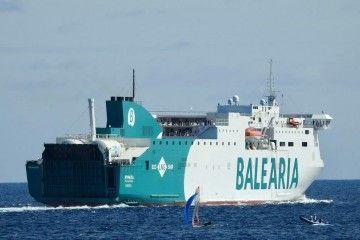 """El buque """"Hypatia de Alejandría"""", a su salida esta mañana del puerto de Las Palmas de Gran Canaria"""
