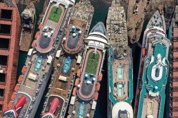 Los cinco cruceros de turismo que se encuentran en Aliaga, a vista de dron