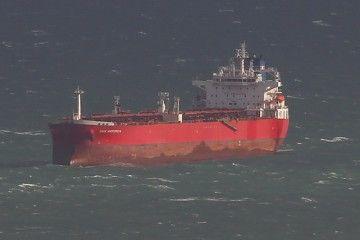 El petrolero llevaba horas navegando en zig-zag