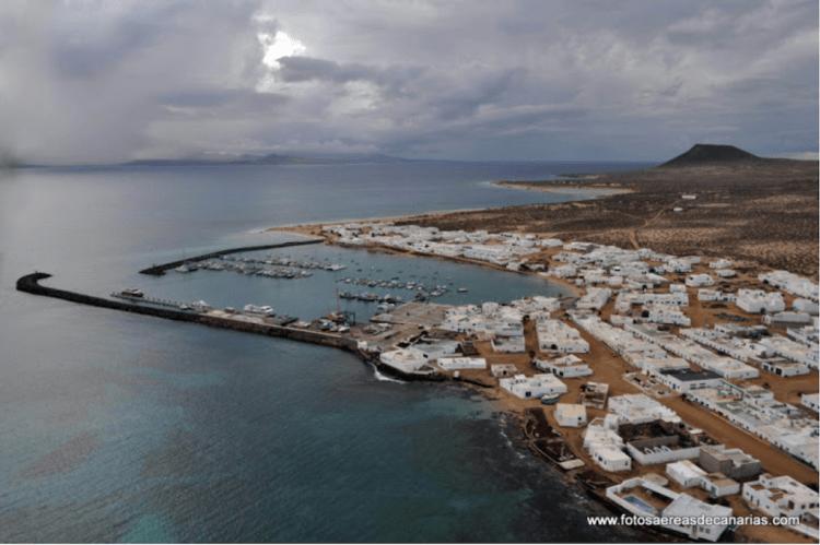 Panorámica de Caleta de Sebo, en la isla de La Graciosa