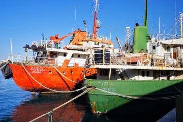 """Los buques """"Assel"""" y """"San Trela"""", amarrados tras su detención en Almería"""