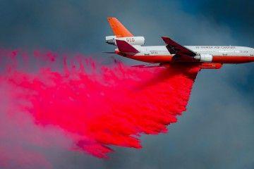 Espectacular imagen de un avión DC-10 bombero de 10 Tanker Air Carrier