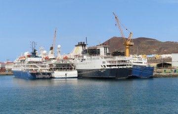 Cuatro buques de turismo de expedición permanecen abarloados en ASTICAN