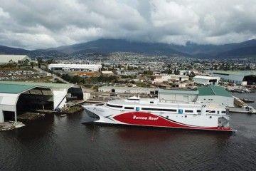 """El catamarán """"Buccoo Reef"""", tras su puesta a flote"""