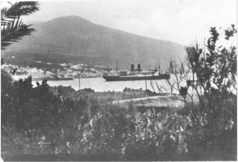 """El trasatlántico """"Juan Sebastián Elcano"""", fondeado en su primera escala en Santa Cruz de La Palma"""