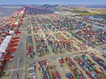 Panorámica de una terminal de contenedores en China
