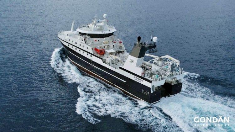 """El buque pesquero arrastrero """"Sunderøy"""", en sus pruebas de mar"""