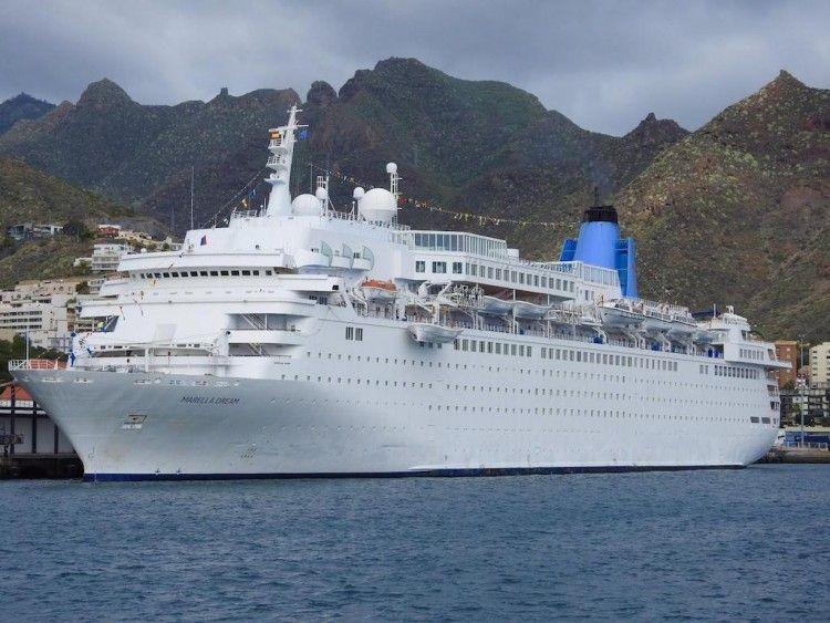 """El buque """"Marella Dream"""", en una escala en el puerto de Santa Cruz de Tenerife"""