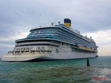 """El buque """"Costa Firenze"""", a su salida a pruebas de mar"""