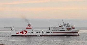 """El ferry """"Ciudad de Ibiza"""", a su salida de Gibraltar"""