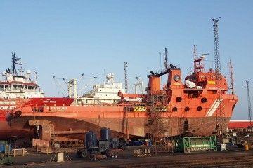 """El buque """"Punta Salinas"""", varado en ASTICAN"""