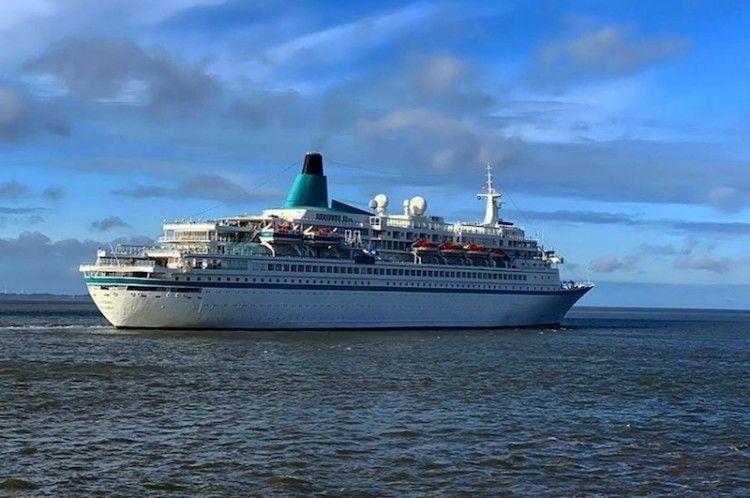 """El buque """"Albatros"""", a su salida del puerto de Bremerhaven"""