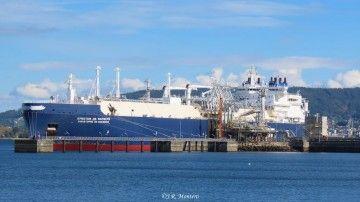 """El buque metanero """"Christophe de Margerie"""",  atracado en la terminal de Mugardos"""