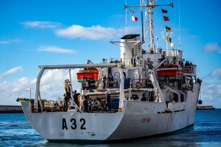 """El buque hidrográfico """"Tofiño"""" (A32), en el puerto de Santa Cruz de Tenerife"""