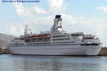 """El buque """"Astor"""", en una de sus escalas en el puerto de Santa Cruz de Tenerife"""