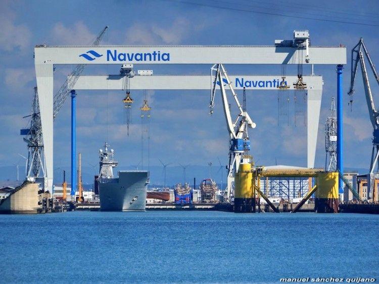 """El buque LHD """"Juan Carlos I"""", en las instalaciones de Navantia Puerto Real"""