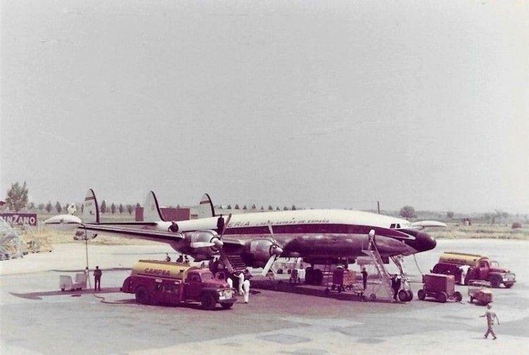 Avión Lockheed L-1049G y la logística a su alrededor